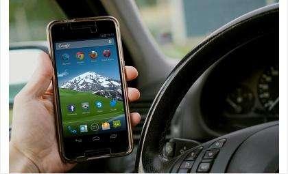 Когда водитель смотрит в телефон при скорости 60 км/час, он проезжает «вслепую» 65 метров