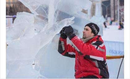 Денис Шведюк одинаково хорошо работает с любыми материалами, в том числе со льдом