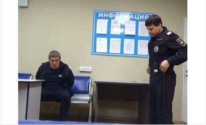Дебошира из Пермского края задержали в аэропорту Новосибирска