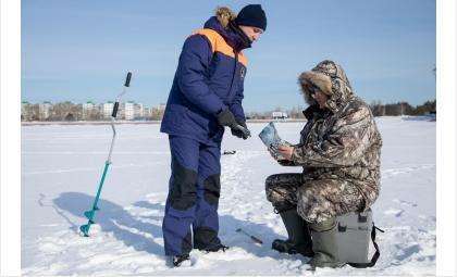 Спасатели патрулируют водоёмы и предупреждают рыбаков об опасности