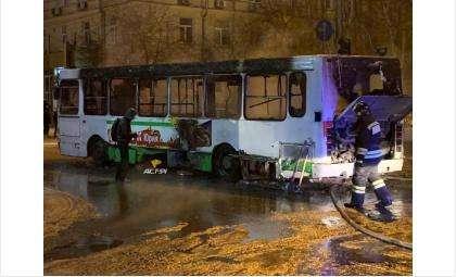 Пассажирский автобус ЛиАЗ 12 ноября загорелся в Новосибирске