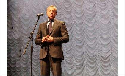 Первый вице-губернатор Юрий Петухов зачитал поздравление Министра культуры РФ