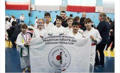 5 медалей привезли бердчане с первенства Алтайского края по каратэ ФСКР