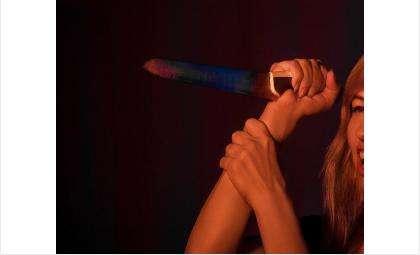 Жена напала на мужа с ножом
