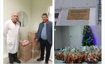 Руководитель тубсанатория Андрей Колонда принял детские подарки от бердчан
