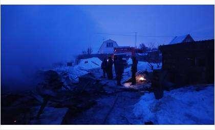 При пожаре обрушились дом и веранда