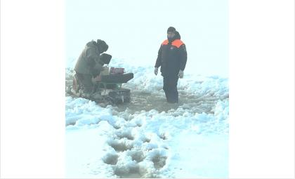 Трижды за день спасатели из Бердска приходили на помощь замерзающим рыбакам