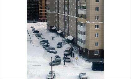 Мать задушила свою 9-летнюю дочь и сама выпала из окна 8 этажа