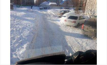 Дорога из-за снега имеет опасный уклон