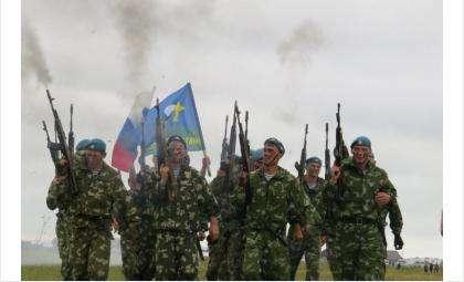 Спецназовцы на показательных выступлениях в Бердске в 2015 году