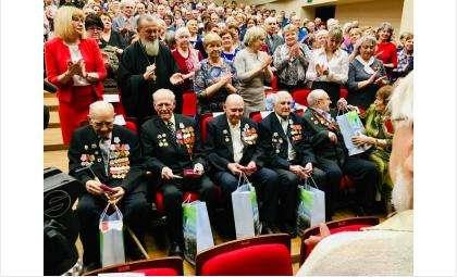Пятеро фронтовиков в Бердске первыми получили медали в честь 75-летия Великой Победы