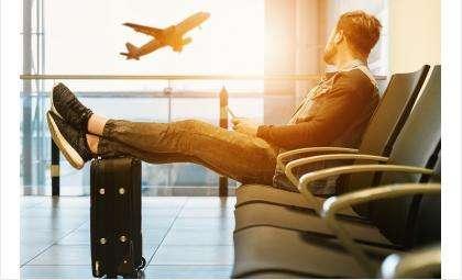 У пассажира в аэропорту «Толмачёво» таможенники изъяли почти 3,5 млн рублей