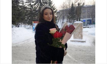 Корону «Мисс Юнармия 2020» в Бердске получила десятиклассница Александра Софронова