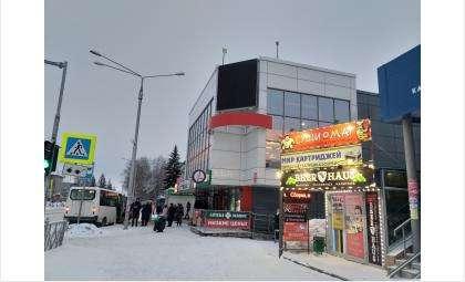 Аптека располагается на первом этаже офисного здания