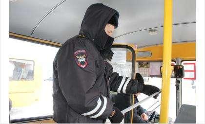 Госавтоинспекторы в Искитиме провели единый день техосмотра школьных автобусов
