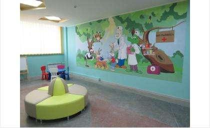 Стены поликлиники украшены милыми рисунками