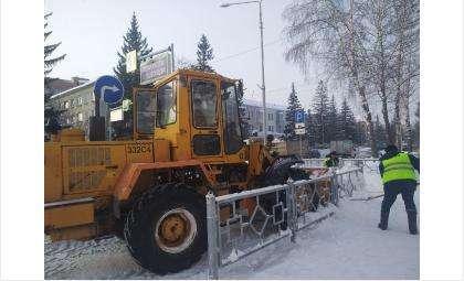 Снег вывозят с улиц города
