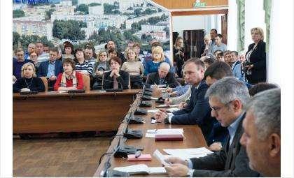 Мифы и реальность платы за содержание жилья обсудили в Бердске