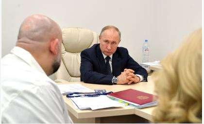 Владимир Путин накануне посетил больницу с заражёнными пациентами