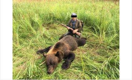 По фото в соцсетях задержали 64-летнего браконьера, застрелившего медведя