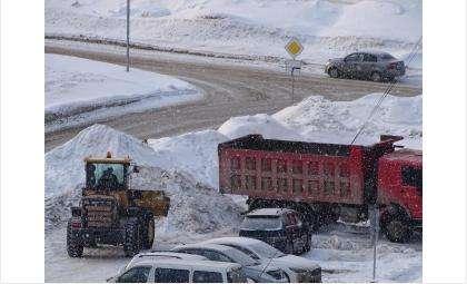 Стал известен график вывоза снега с придомовых территорий в Бердске