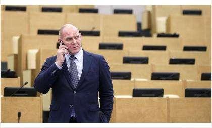 Депутат Александр Карелин заявил о необходимости досрочных выборов