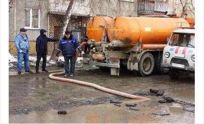 Дворы в Ленинском районе Новосибирска дважды спасали от потопа