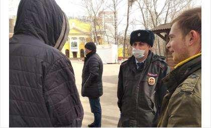 Полицейские следят за соблюдением особого режима в области