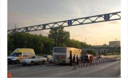 «Веговский» автобус №6 попал в ДТП с иномаркой в Бердске