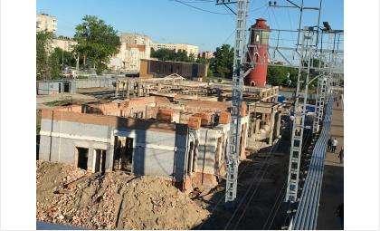 Стены нового ж/д вокзала возводят в Бердске