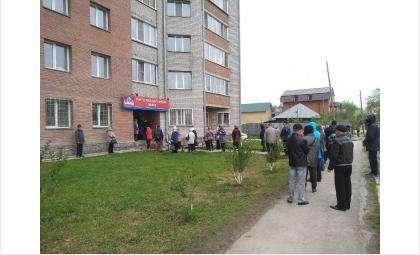 Такая очередь выстроилась у кассы РКЦ на ул. Островского