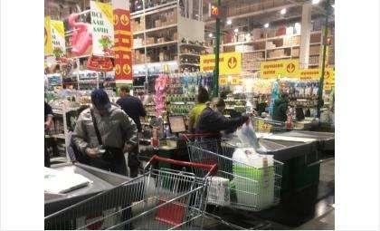 В «Колорлоне» лишь треть покупателей носит маски