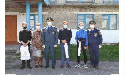 За героизм на пожаре МЧС наградило четверых жителей д.Южино Колыванского района