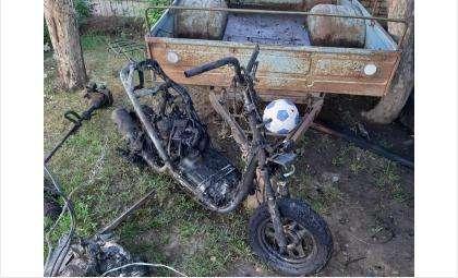 Сгорели ВАЗ-2110 и мопед в гараже в искитимском селе Улыбино