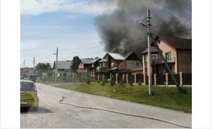Чёрный столб дыма от пожара был заметен издали