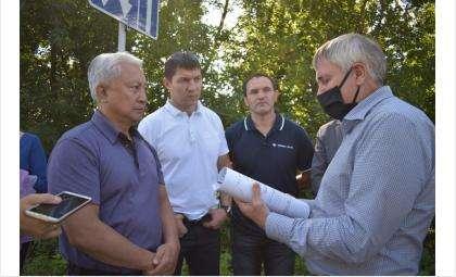 Вениамин Пак принял участие в выездном совещании в Кировском районе