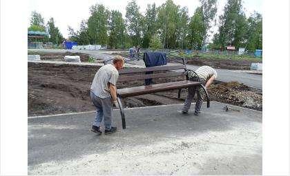 Каждую скамейку в парке приваривают сваркой