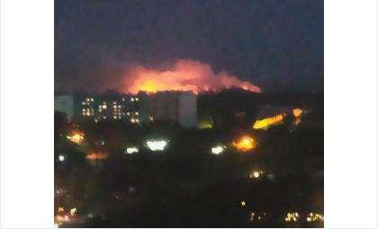 Пожар на свалке у Хилокского рынка в Новосибирске