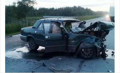 Машины столкнулись лоб в лоб