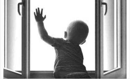Оконный детский замок поможет уберечь ребенка от падения из окна