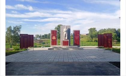 Работы у монумента идут активно