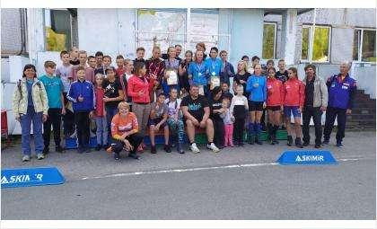 Анна Богалий вручила победные награды биатлонистам из Бердска