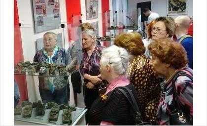 Бесплатно! 12 выставок и более 30 ежедневных экскурсий - музей Бердска встречает пожилых людей