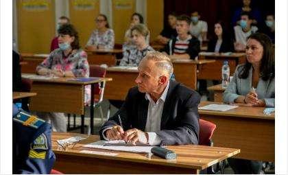 В числе участников акции – первый вице-спикер Заксобрания области Андрей Панфёров