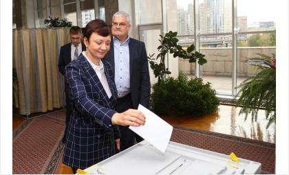 Заместители председателя Заксобрания были избраны путем проведения открытого голосования