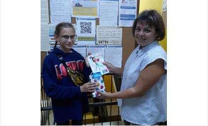 Милана Мирошниченко (на фото слева)