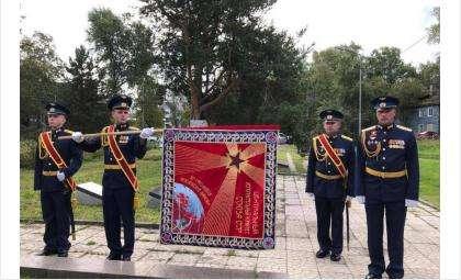 Новосибирскими мастерами воссоздана точная копия наградного революционного Красного Знамени