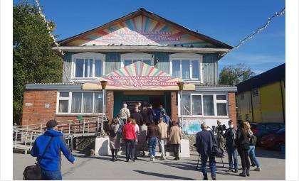Досуговый центр «Октябрь» является культурным центром микрорайона