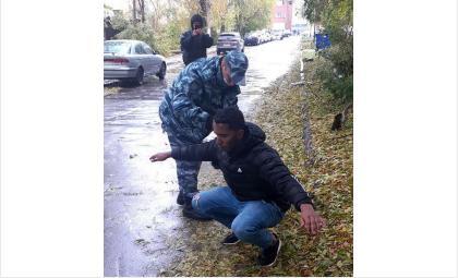 Кубинец в Новосибирске заявил бойцам ГБР о бомбе в его кармане