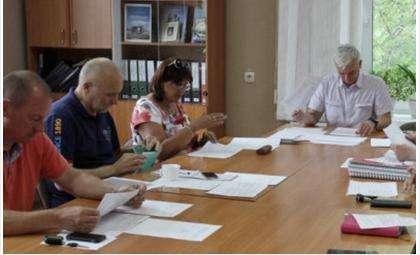 Заседает депутатская комиссия по наказам